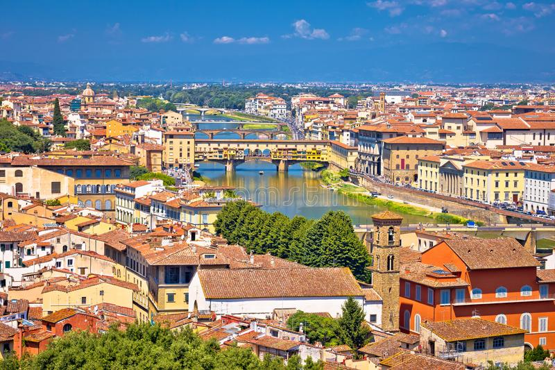 Ποταμός Arno πόλεων της Φλωρεντίας και ponte εναέρια άποψη Vecchio στοκ εικόνα