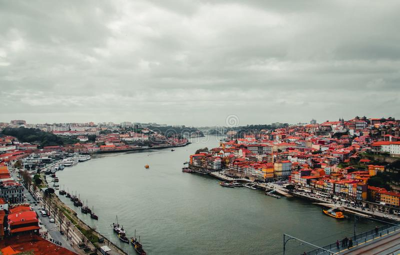 Ποταμός Douro με την κορυφή του Πόρτο cityview στοκ εικόνες με δικαίωμα ελεύθερης χρήσης