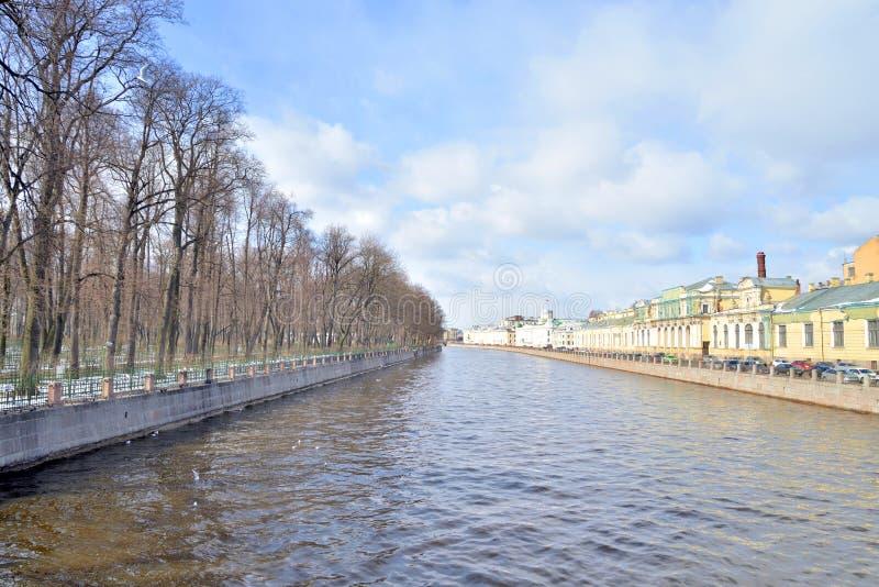 Ποταμός Fontanka στο κέντρο της Αγίας Πετρούπολης στοκ εικόνες