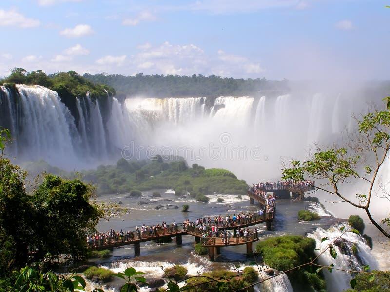 Ποταμός Iguazu, Βραζιλία 11 Νοεμβρίου 2016 Καταρράκτης στον ποταμό Iguazu στα σ στοκ εικόνα με δικαίωμα ελεύθερης χρήσης