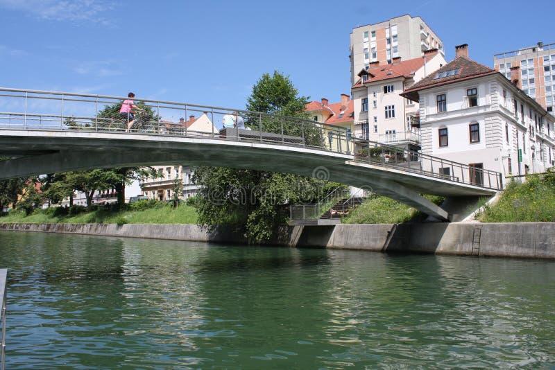 Ποταμός Ljubljanica στο κέντρο πόλεων στο Λουμπλιάνα, Σλοβενία στοκ εικόνες