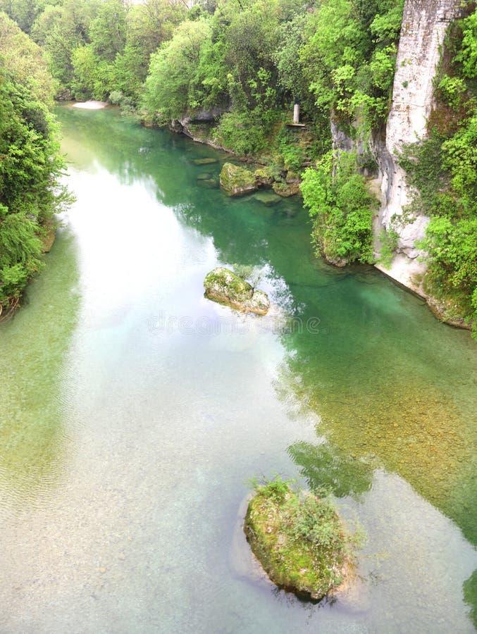 Ποταμός Natisone στην πόλη Cividale στην περιοχή Friuli στην Ιταλία στοκ φωτογραφία με δικαίωμα ελεύθερης χρήσης