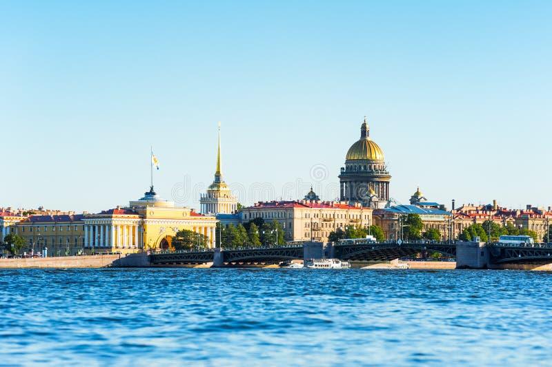 Ποταμός Neva και κύρια ορόσημα στοκ φωτογραφίες