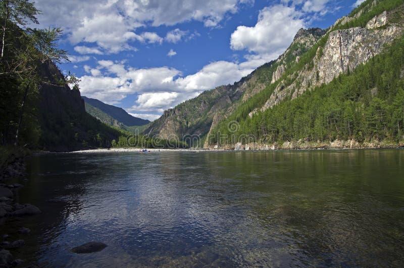 Ποταμός Oka Sayan. στοκ φωτογραφία με δικαίωμα ελεύθερης χρήσης