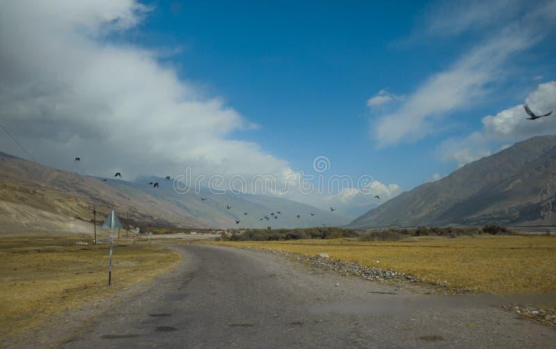 Ποταμός Panj ποταμών συνόρων στην κοιλάδα Wakhan με το Τατζικιστάν και το Αφγανιστάν, όμορφο τοπίο κατά μήκος roa στοκ φωτογραφία με δικαίωμα ελεύθερης χρήσης