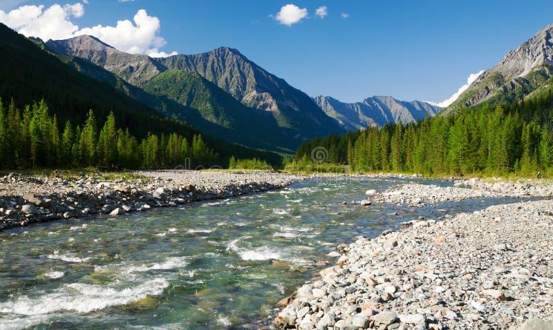 Ποταμός Sumak - sayan βουνά - Ρωσία στοκ φωτογραφία με δικαίωμα ελεύθερης χρήσης