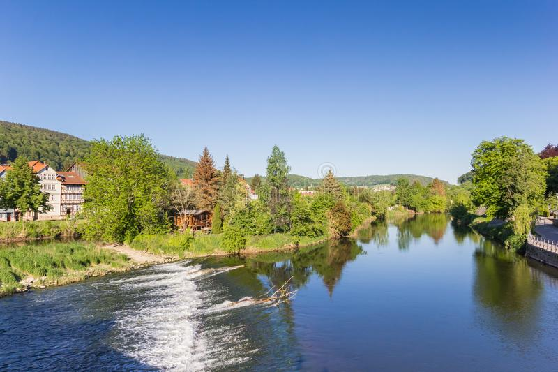 Ποταμός Werra στο ιστορικό κέντρο Hann Munden στοκ φωτογραφίες