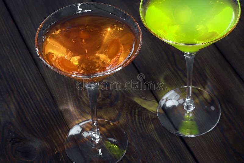Ποτό στο ξύλινο υπόβαθρο στοκ φωτογραφία