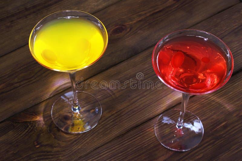 Ποτό στο ξύλινο υπόβαθρο στοκ εικόνα με δικαίωμα ελεύθερης χρήσης