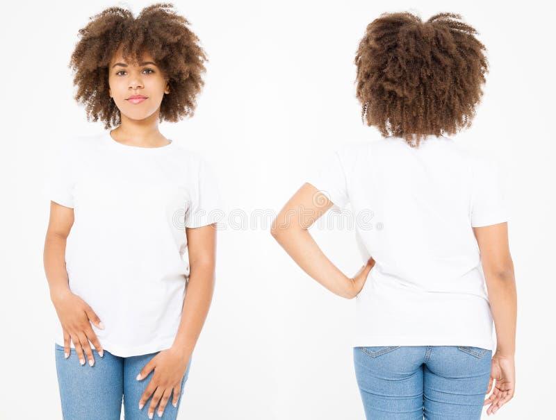Πουκάμισα καθορισμένα Το σχέδιο θερινών μπλουζών και κλείνει επάνω της νέας αμερικανικής γυναίκας afro στην κενή άσπρη μπλούζα πρ στοκ εικόνα