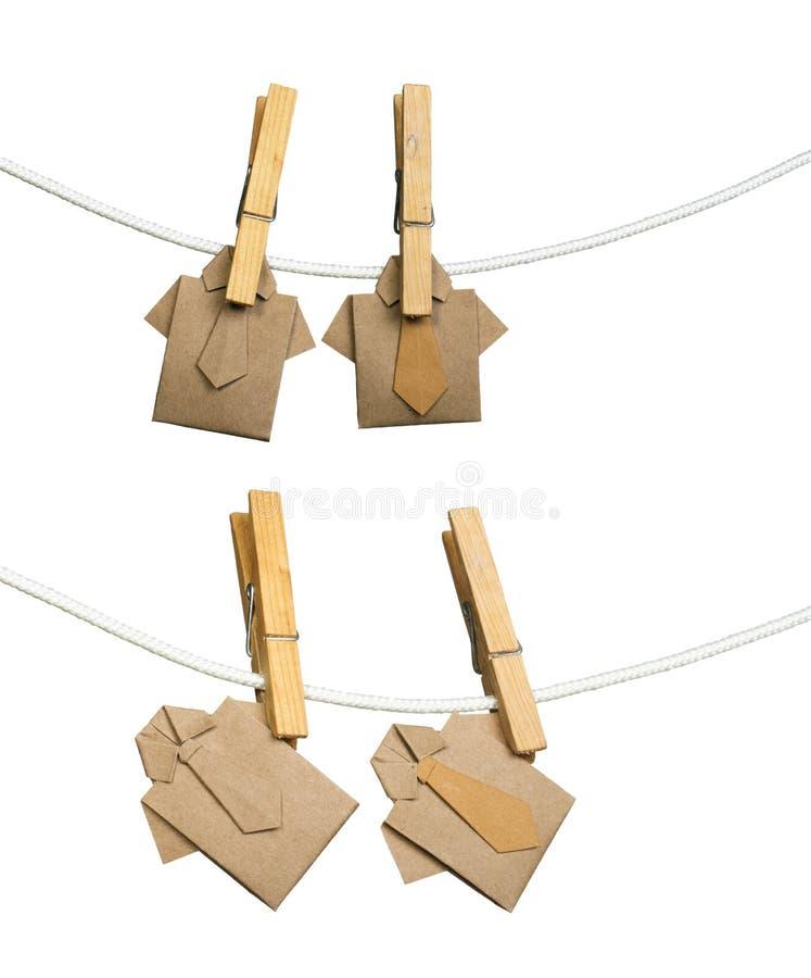 Πουκάμισα Origami στο σχοινί διανυσματική απεικόνιση