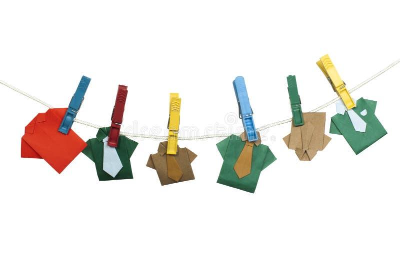 Πουκάμισα Origami στο σχοινί ελεύθερη απεικόνιση δικαιώματος