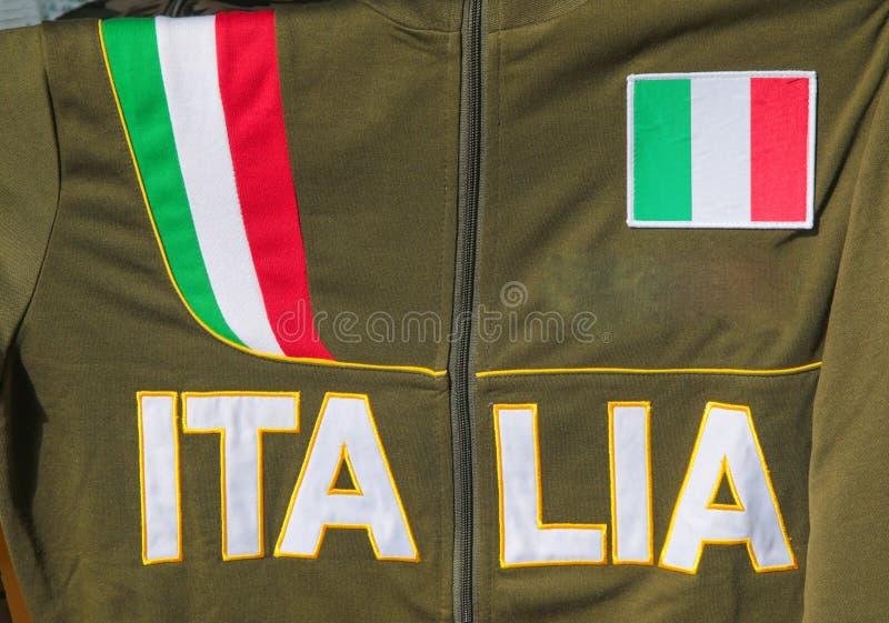 Πουκάμισο με τη μόδα της Ιταλίας επιγραφής/τα φορέματα/Ιταλία στοκ εικόνα με δικαίωμα ελεύθερης χρήσης