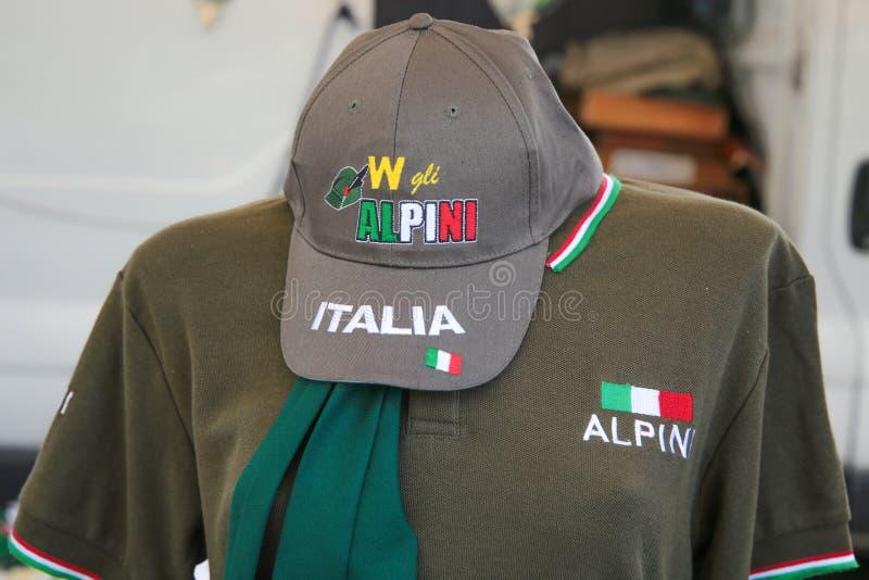 Πουκάμισο με τη μόδα της Ιταλίας επιγραφής/τα φορέματα Ιταλία στοκ εικόνα με δικαίωμα ελεύθερης χρήσης