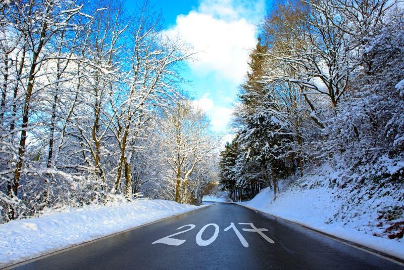 2017 που γράφεται στο χειμερινό δρόμο στοκ εικόνες