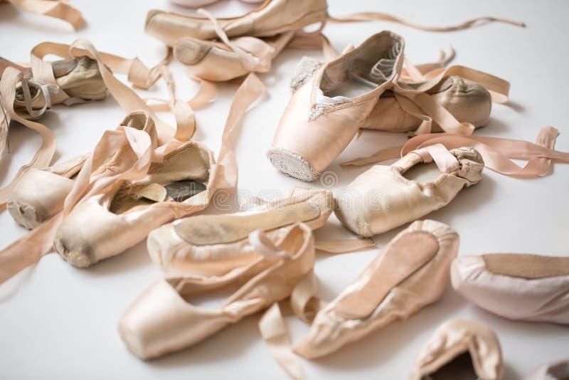 Πολλά ζευγάρια των παπουτσιών μπαλέτου στοκ φωτογραφία με δικαίωμα ελεύθερης χρήσης