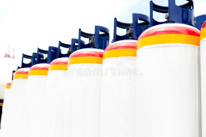 Πολλές από τις δεξαμενές αερίου στοκ φωτογραφία