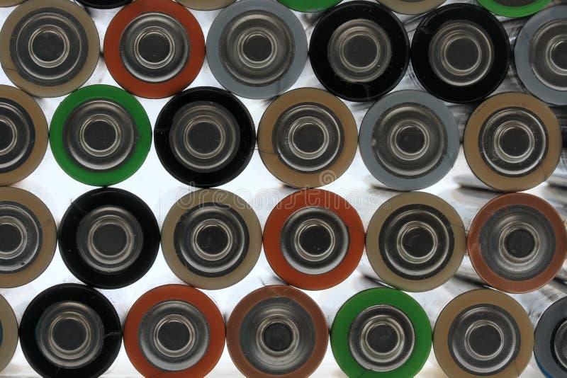 Πολλές διαφορετικές χρωματισμένες μπαταρίες στοκ εικόνα