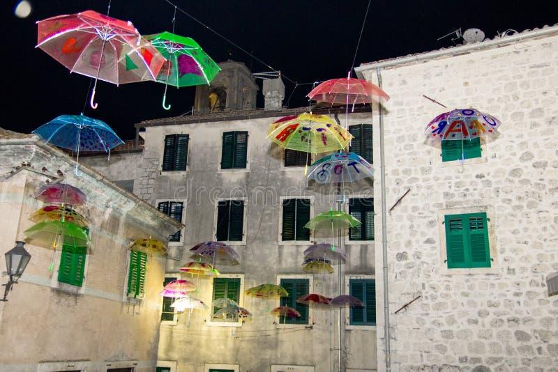 Πολλές ομπρέλες που πετούν στον αέρα στοκ φωτογραφίες με δικαίωμα ελεύθερης χρήσης