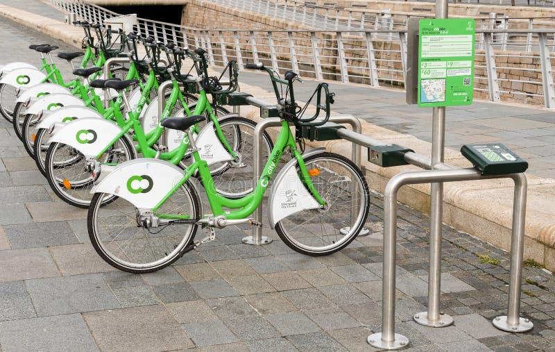 Ποδήλατα για τη μίσθωση στο Λίβερπουλ, Αγγλία στοκ εικόνα