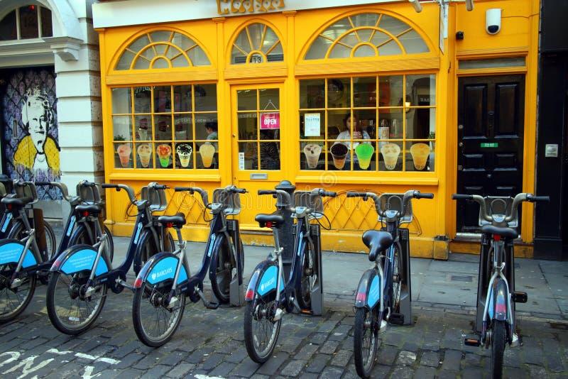 ποδήλατα για τη μίσθωση στοκ εικόνα