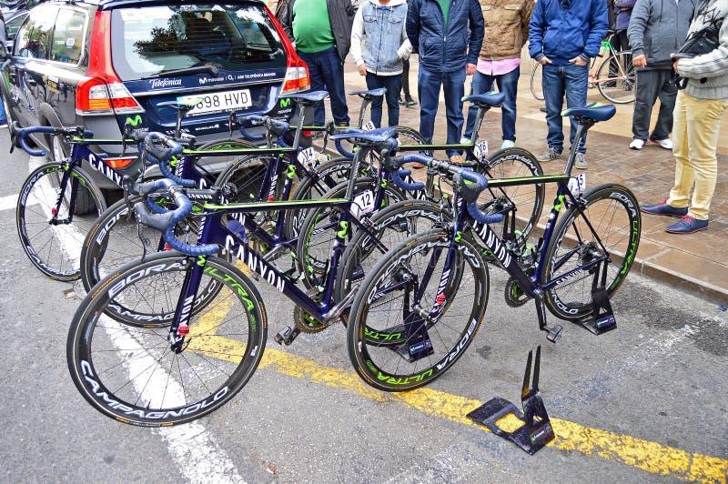 Ποδήλατα φυλών φαραγγιών Movistar ομάδας στοκ εικόνες
