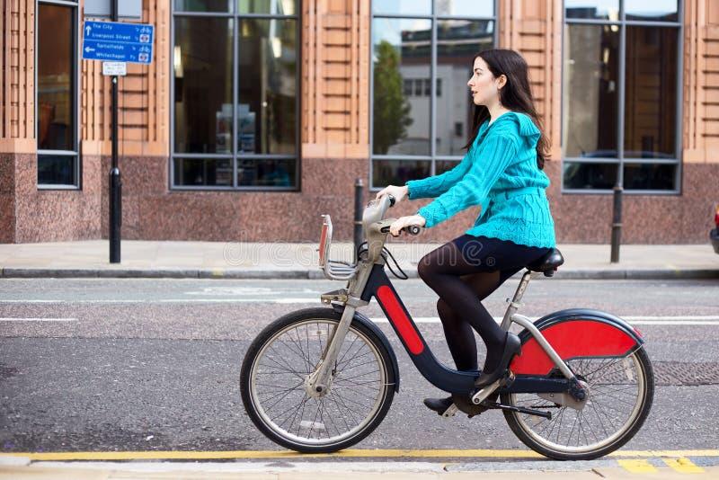 Ποδήλατο μίσθωσης στοκ εικόνες