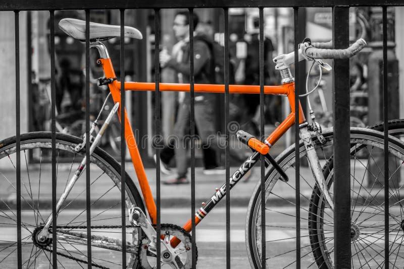 Ποδήλατο που εξασφαλίζεται στοκ εικόνα με δικαίωμα ελεύθερης χρήσης