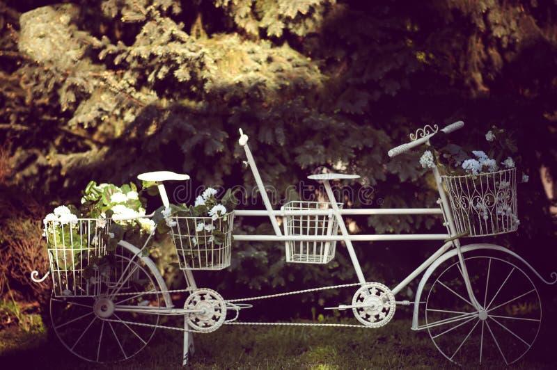 Ποδήλατο που εξοπλίζεται εκλεκτής ποιότητας. στοκ φωτογραφίες