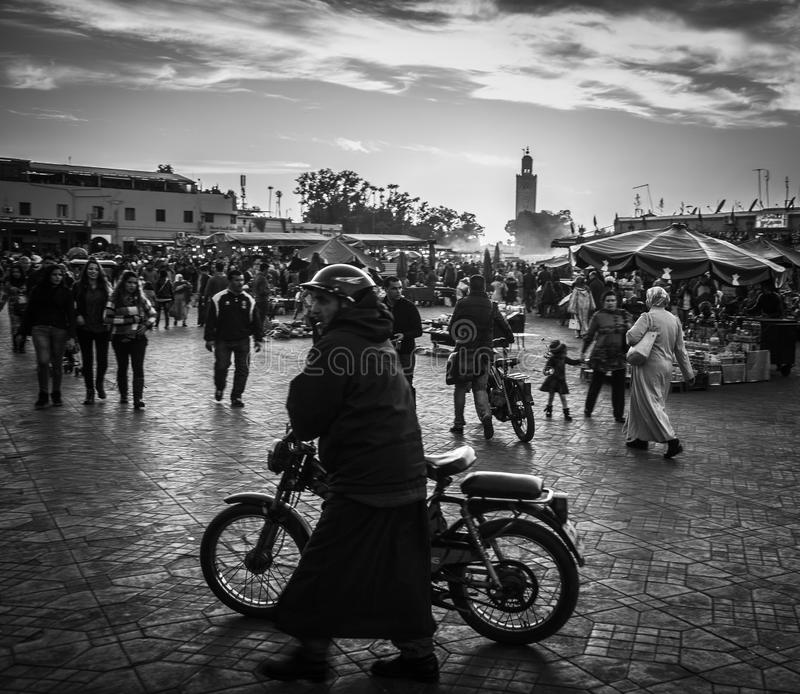 Ποδήλατο στην πλατεία Jemaa EL-Fna στοκ εικόνα
