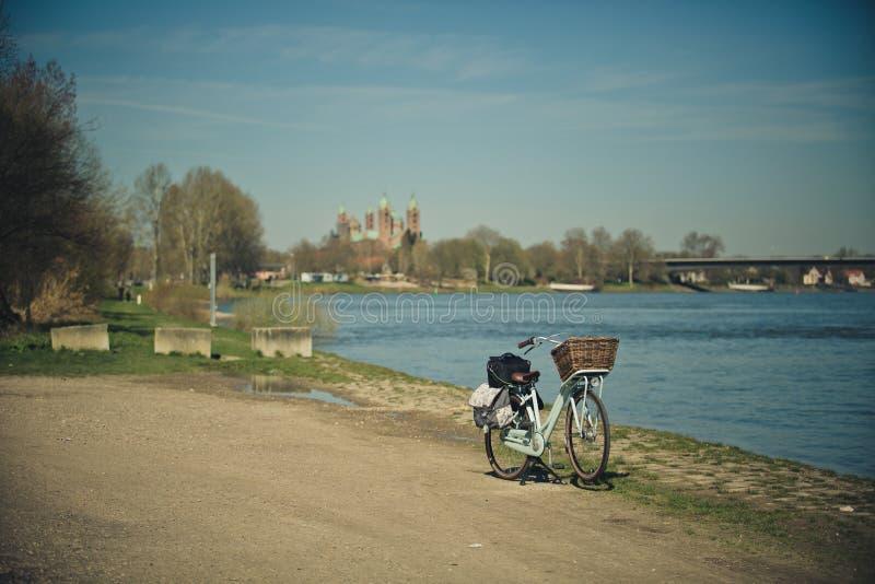 Ποδήλατο στο Ρήνο στοκ εικόνες με δικαίωμα ελεύθερης χρήσης