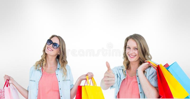 Πολλαπλάσια εικόνα της γυναίκας με τις τσάντες αγορών διανυσματική απεικόνιση