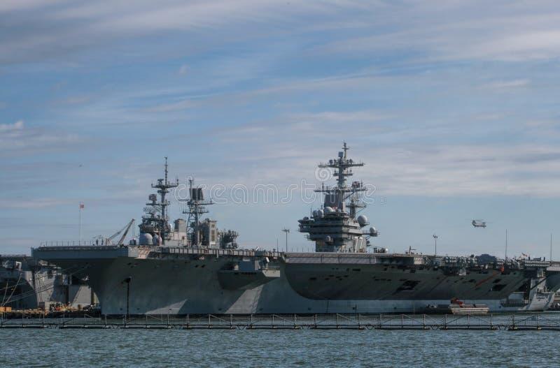 Πολεμικά πλοία στο λιμένα στοκ εικόνες με δικαίωμα ελεύθερης χρήσης