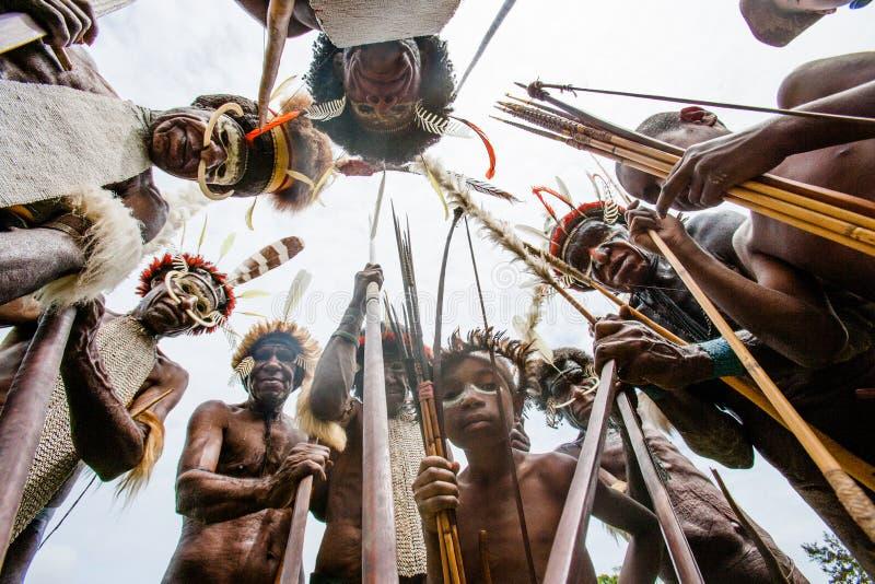 Πολεμιστές φυλών της Dani στοκ φωτογραφία