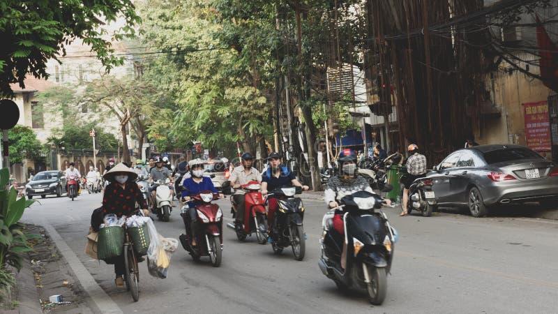 Ποδηλάτες στο Ανόι Βιετνάμ στοκ εικόνα με δικαίωμα ελεύθερης χρήσης