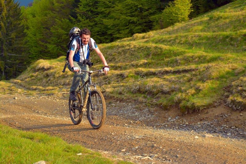 Ποδηλάτης βουνών στοκ φωτογραφίες με δικαίωμα ελεύθερης χρήσης