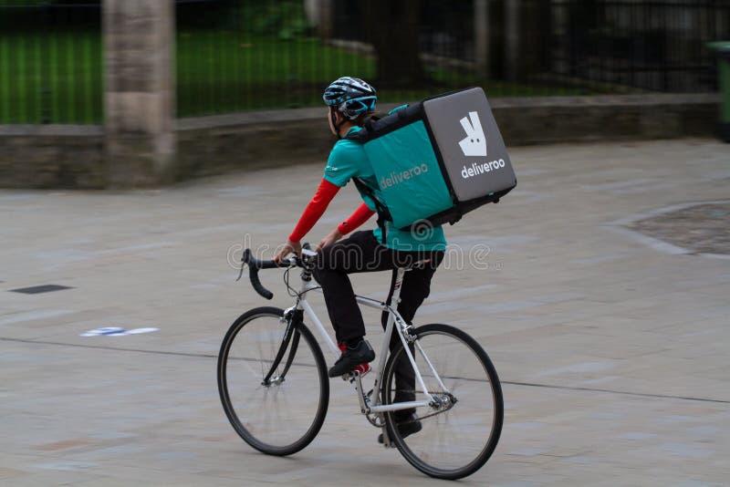 Ποδηλάτης Deliveroo στοκ εικόνες