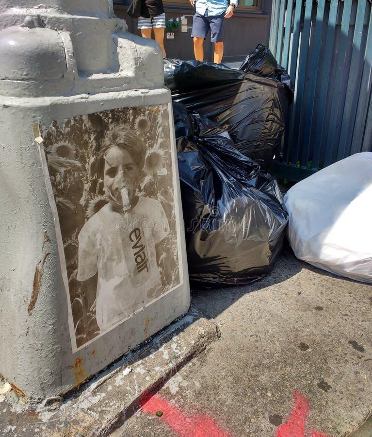 Πολιτική τέχνη οδών σε SoHo, πόλη της Νέας Υόρκης, Νέα Υόρκη, ΗΠΑ στοκ εικόνα με δικαίωμα ελεύθερης χρήσης