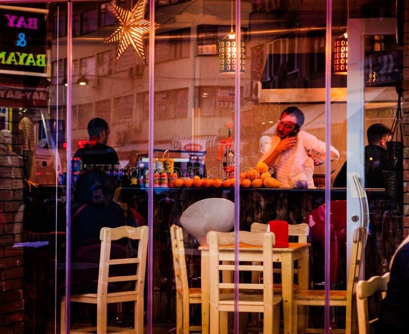 Πολυάσχολο προσωπικό εστιατορίων στοκ εικόνα με δικαίωμα ελεύθερης χρήσης