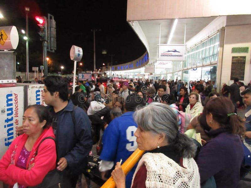 Πολυάσχολο τερματικό βόρειων λεωφορείων στην Πόλη του Μεξικού στοκ εικόνες