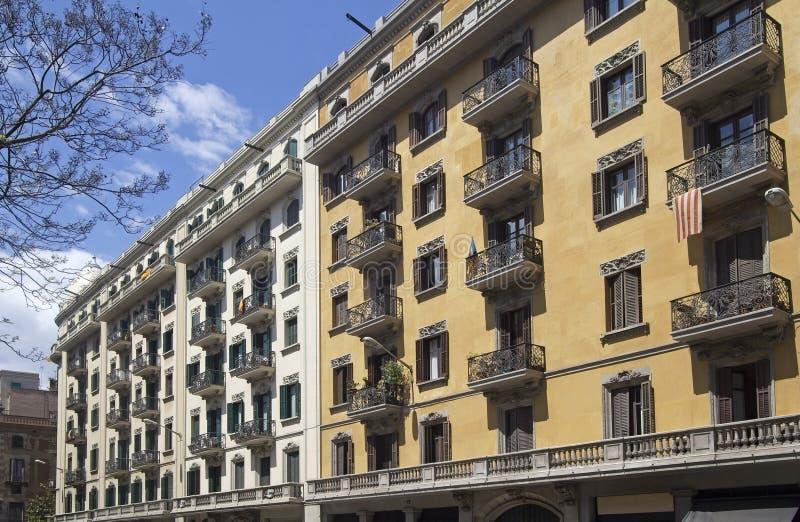Πολυκατοικίες στη Βαρκελώνη, Ισπανία στοκ φωτογραφία με δικαίωμα ελεύθερης χρήσης