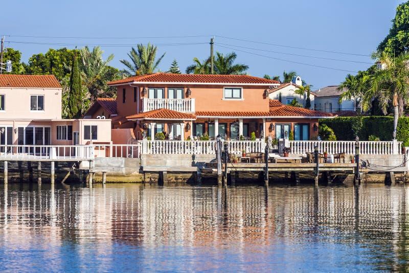 Πολυτελής κατοικία στην προκυμαία στο νότιο Μαϊάμι στοκ φωτογραφίες