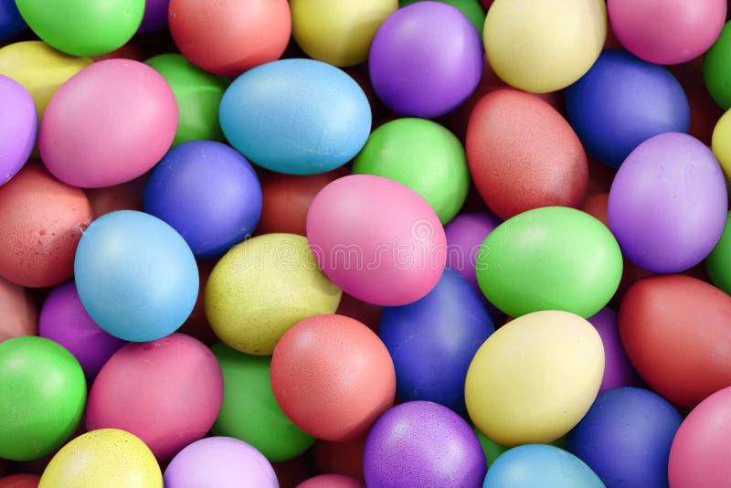 Πολυ αυγά χρώματος, για τις διακοπές Πάσχας στοκ φωτογραφίες