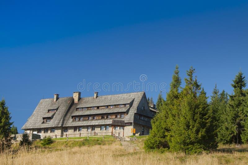 Πολωνία, βουνά Gorce, καλύβα βουνών σε Turbacz στοκ φωτογραφίες