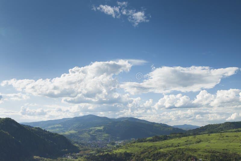 Πολωνία, πανοραμικό Viev της σειράς βουνών Gorce, θεαματικό Clou στοκ εικόνα
