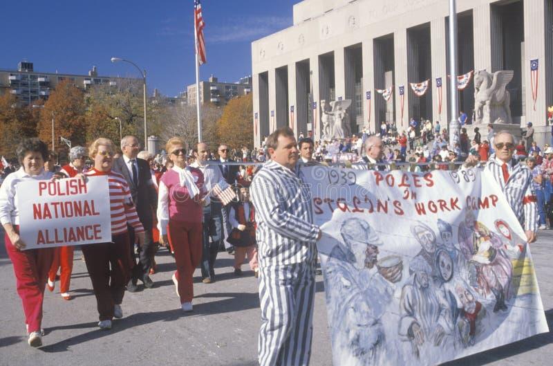 Πολωνικά αμερικανικά marchers που συμμετέχουν στην παρέλαση ημέρας παλαιμάχων, Σαιντ Λούις, Μισσούρι στοκ φωτογραφία