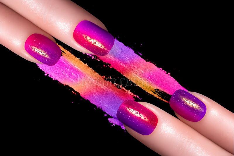 Πολωνική και ορυκτή ζωηρόχρωμη σκιά ματιών καρφιών Fluor στοκ εικόνα
