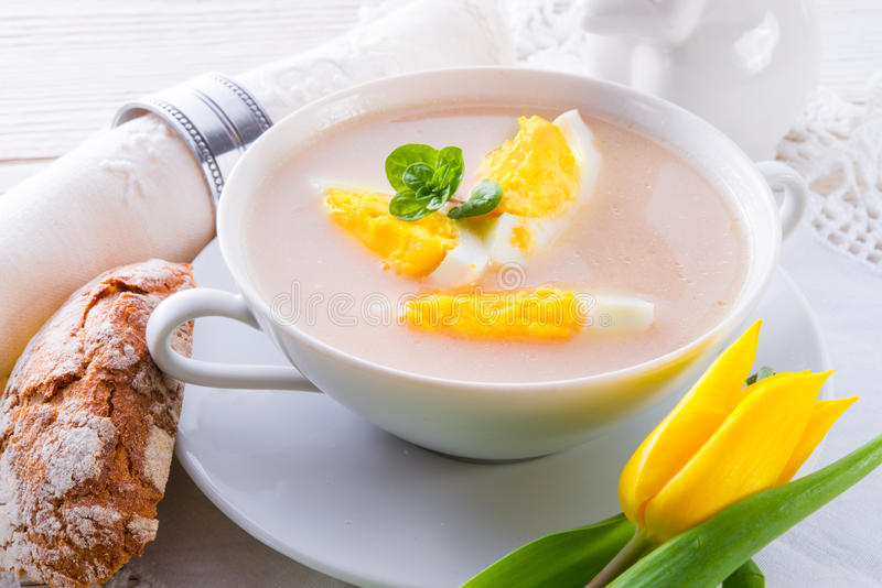 Πολωνική σούπα Πάσχας με το αυγό στοκ εικόνες