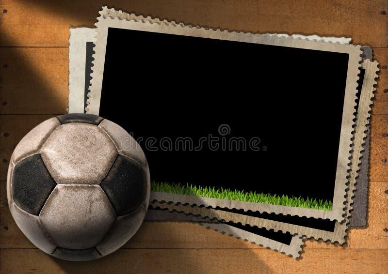 Ποδόσφαιρο - παλαιά πλαίσια φωτογραφιών με τη σφαίρα ποδοσφαίρου ελεύθερη απεικόνιση δικαιώματος