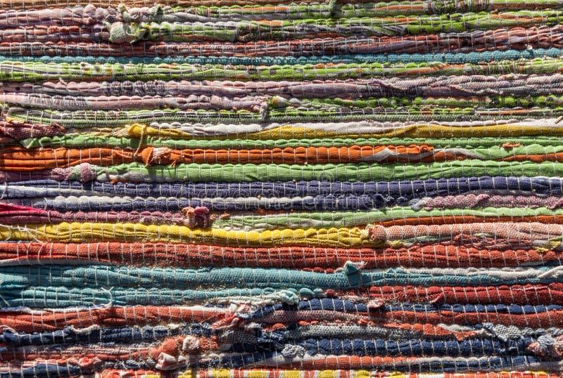 Πολύχρωμη κουβέρτα, ριγωτό υπόβαθρο στοκ εικόνα